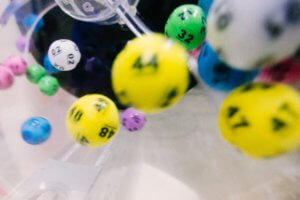 Falling numbered lotto balls